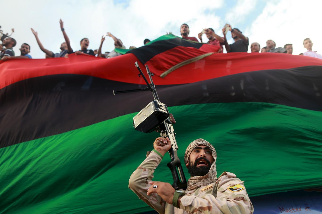 Guerra in Libia tra strade e display: la battaglia che si combatte anche (e soprattutto) su Facebook
