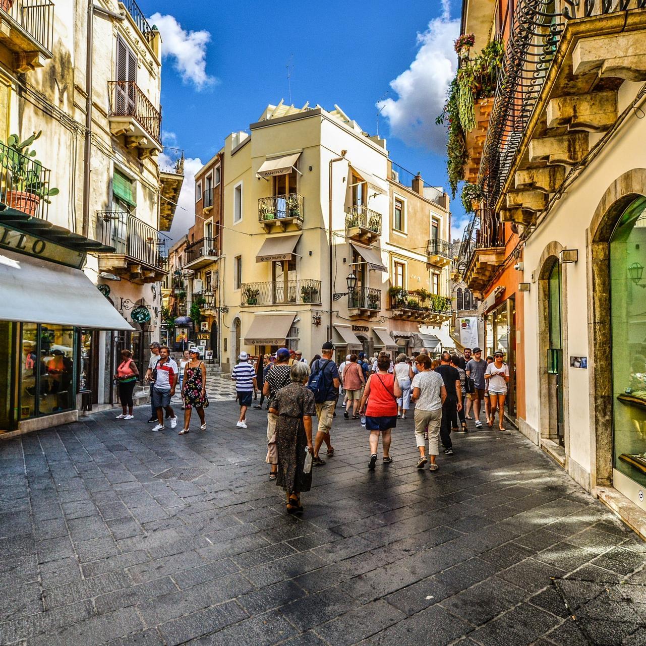 I negozi aperti di domenica spiegato ottimisti razionali for Negozi arredamento aperti domenica